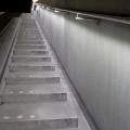 Treppe mit Edelstahl Geländer mit Beleuchtung