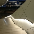 Trap met verlichte trapleuning
